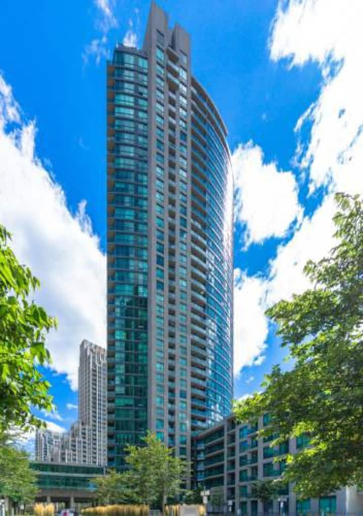 Toronto Lake View Luxury Condo/Free parking
