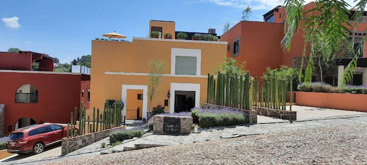 Villa Mantequilla (Your own private rooftop!)