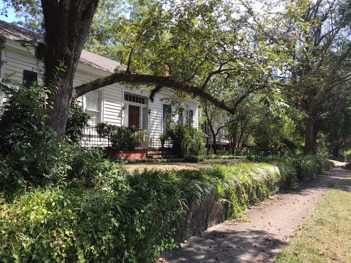 Charming 1820's Cottage 3 Bd/3 Bths/Great 4 Execs