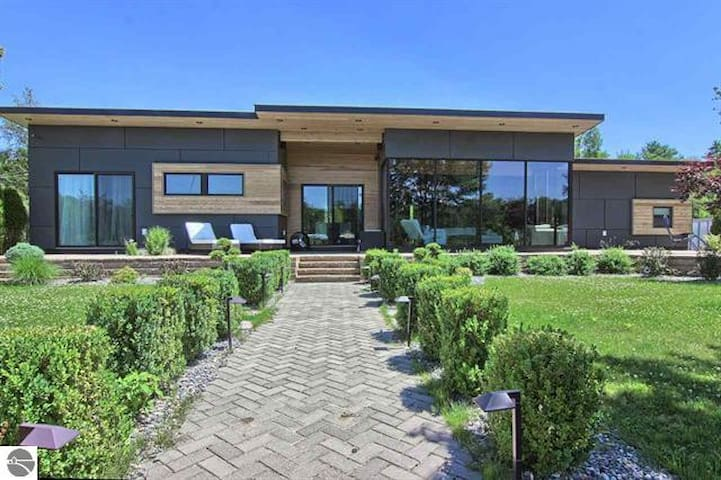 TORCH RIVER CONTEMPORARY HOME