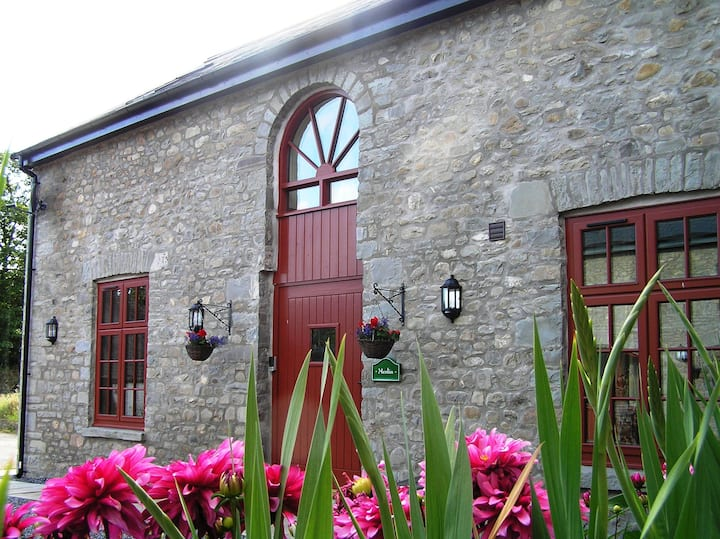 Merlin Stable Cottage (with hot tub available*)