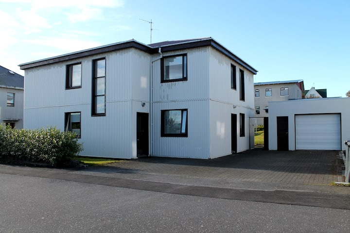 Reynisstaðir, newly renovated 3 bedroom apartment!