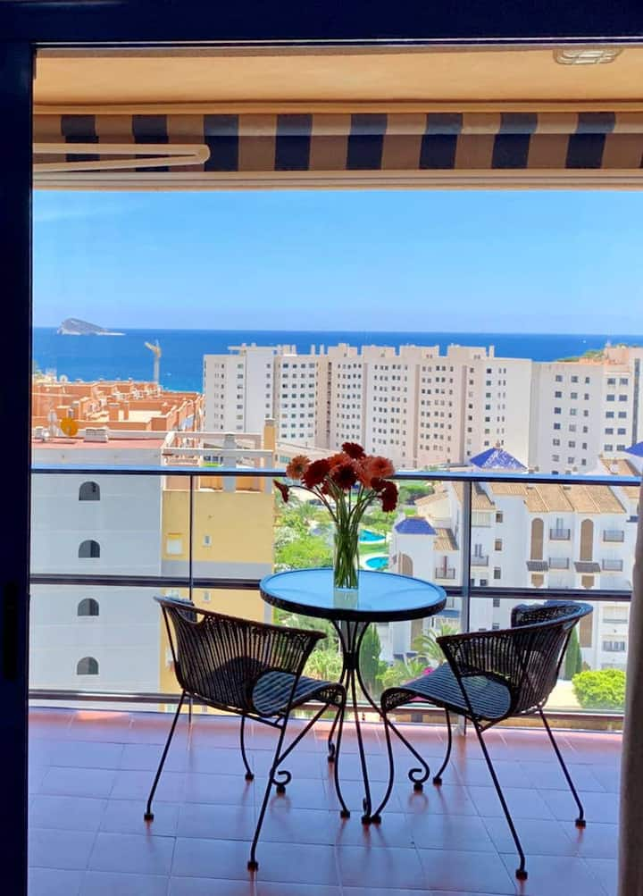 Apartment with one bedroom in Benidorm, with wonderful sea view, shared pool, balcony