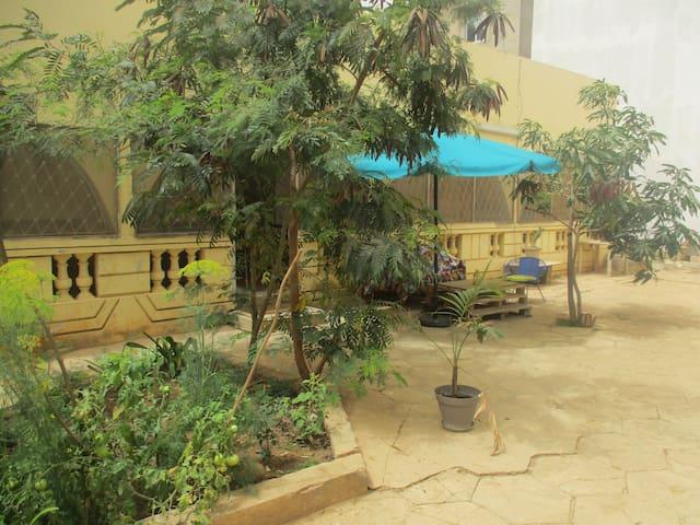 Chambre, sdb privée dans grande villa avec jardin - Dakar - House