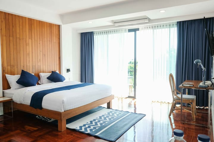 Deluxe Double w/ Swimming Pool in Old City Center