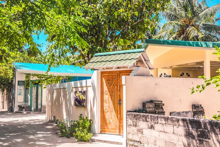 Soothing Island Retreat Minutes From The Beach