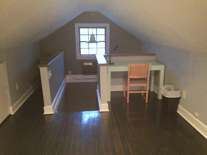 Finished Attic Space-Minutes to Hiking in Milford!