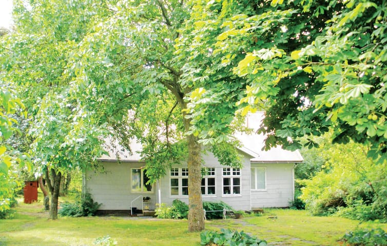 Former farm house with 3 bedrooms on 80 m² in Färjestaden