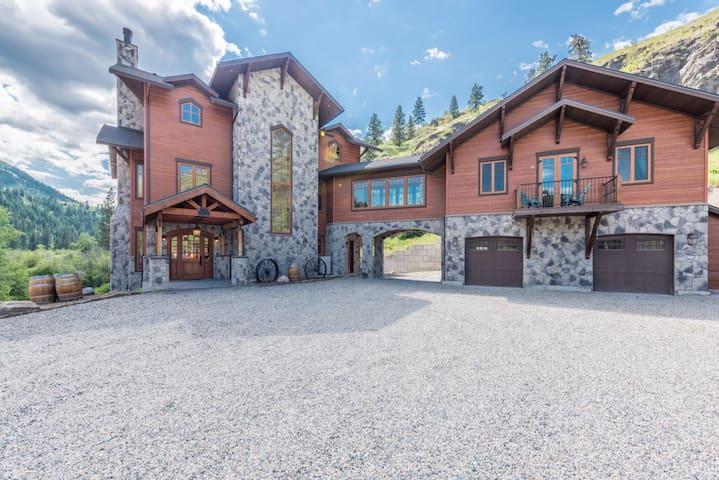 "Luxury Estate ""The Marron River Ranch & Vineyard"""