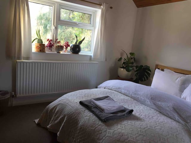 Beautiful Double Room in Historic Cottage.