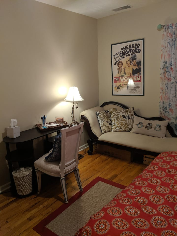 Bright, Cozy Private Room