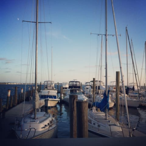 Go sailing from the local yacht club. It's only two blocks away!