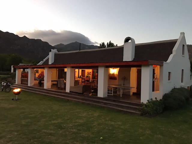 Alpaca Inn - Farm living in Town - Montagu - Rumah