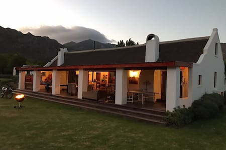 Alpaca Inn - Farm living in Town - Montagu - Hus