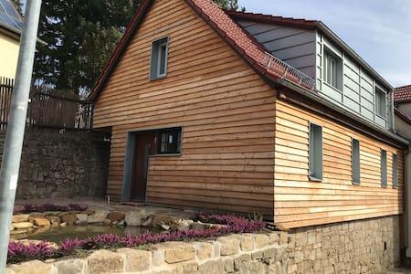 Holzhaus auf der Mauer - 100 qm