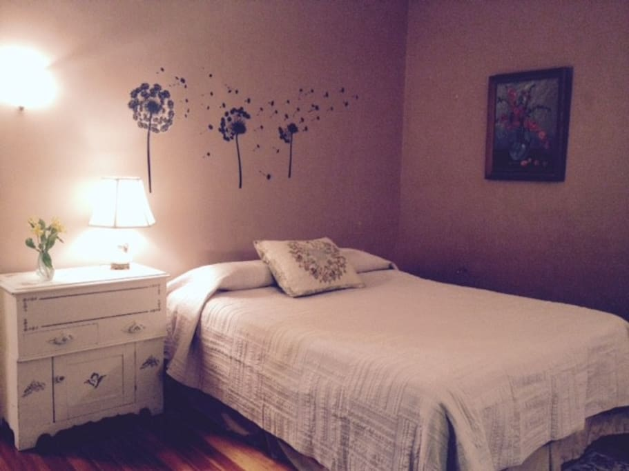comfy queen size bed with new mattress and pillows