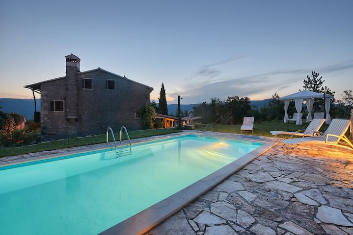 PERFECT PRIVATE ESCAPE AND HIDEAWAY - Buzet - Huvila