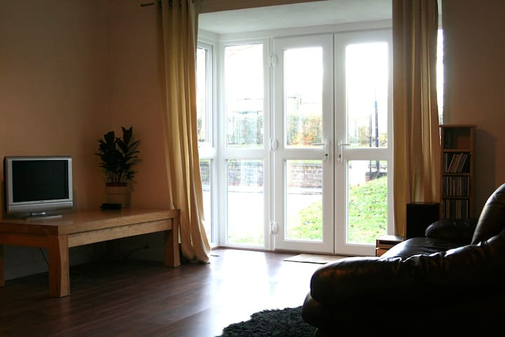 Spacious 1 Bedroom Apartment - Salford - Apartemen