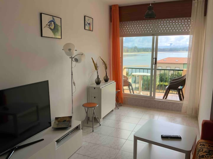 Apartamento con terraza a la playa.Mesa y 4 sillas