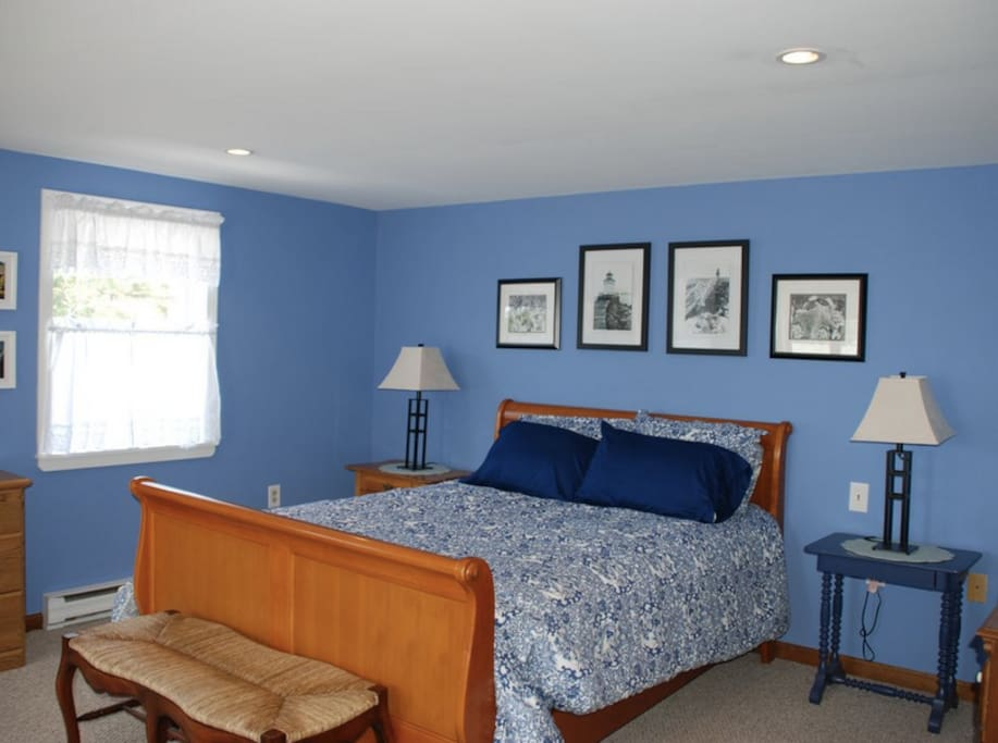 Master Bedroom with queen size bed and great view