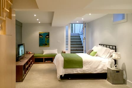 Downtown Private Lower Level Suite - Toronto - House