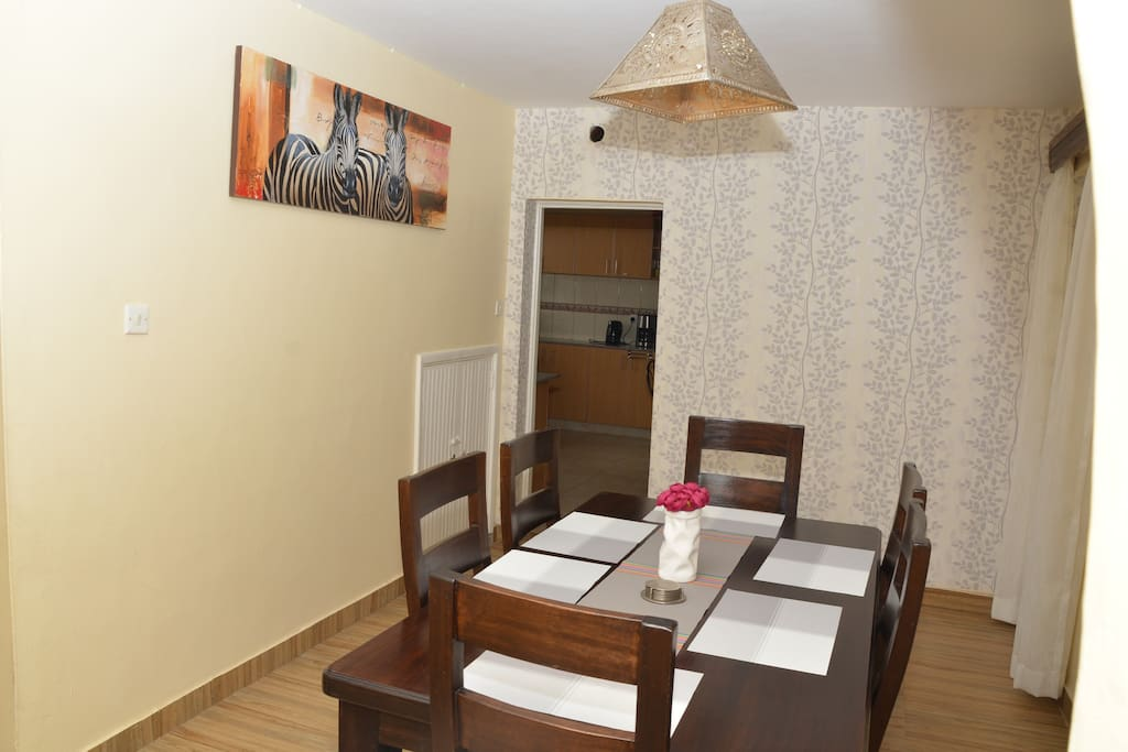 Dining area for up to 6 people