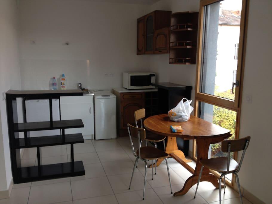 Studio garage quartier monplaisir appartements louer for Garage coquard lyon 7
