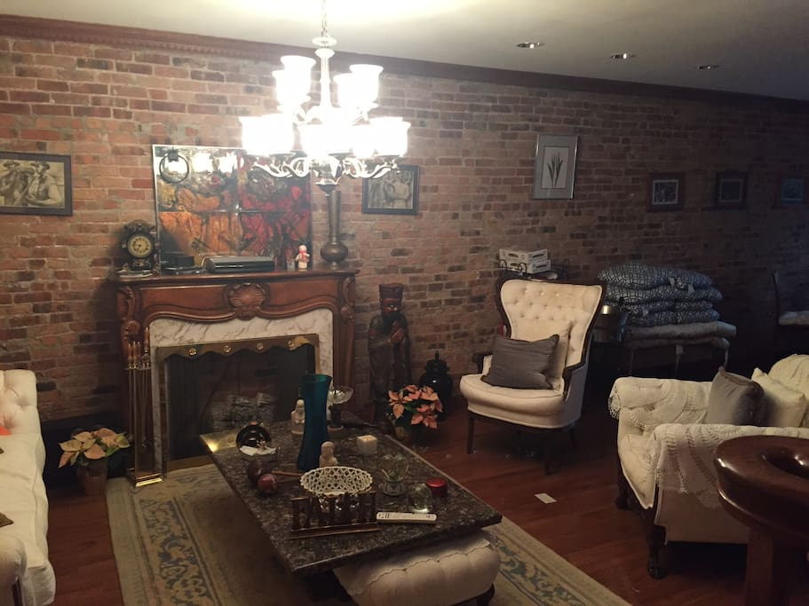 Living room. Fire place.