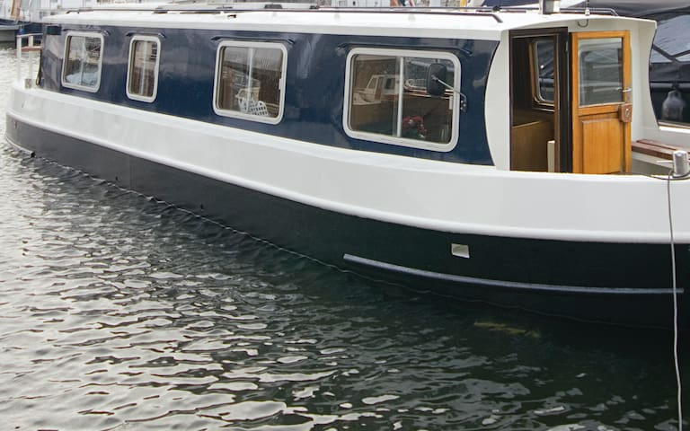 Cosy private houseboat city centre Amsterdam ''ZYP