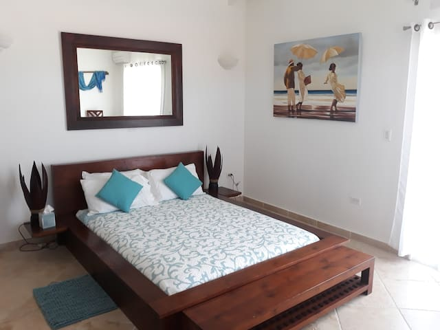 Second bedroom, Queen size Bali style