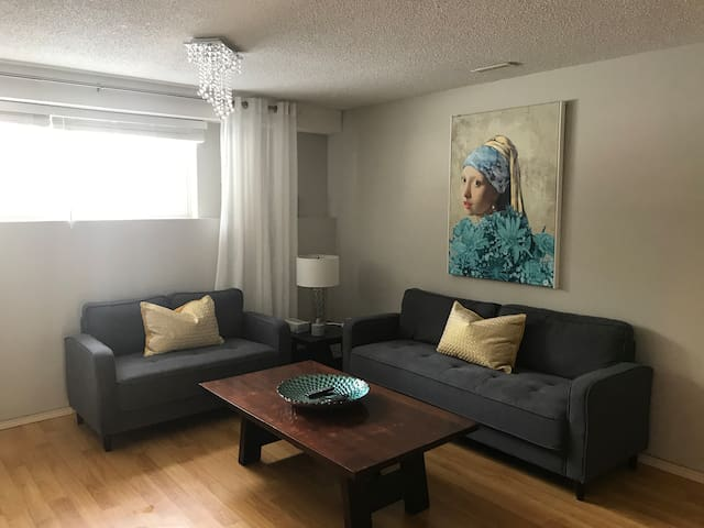 Cozy Canyon Meadows Suite. 2 Bedrooms, sleeps 5.