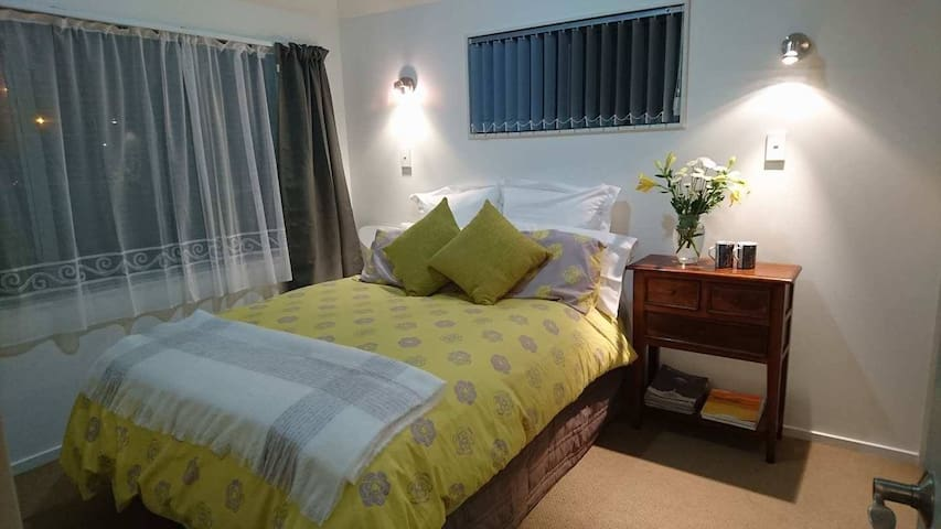 Comfortable room, close to planes and buses.