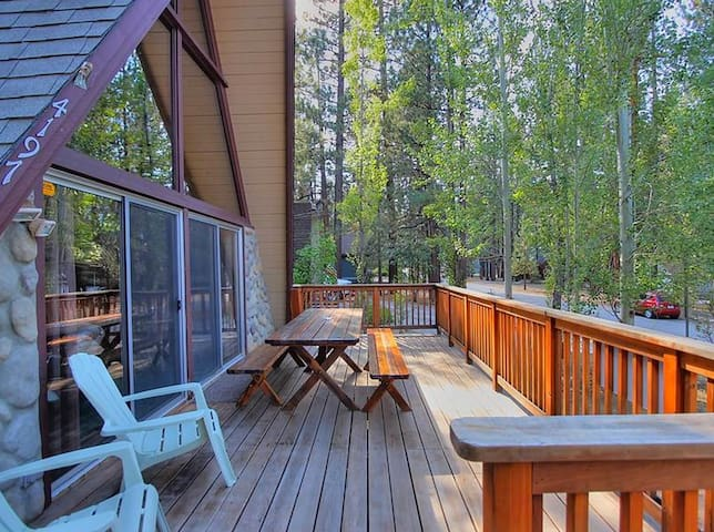 A-Frame Cabin with Spa, walk to Snow Summit Resort