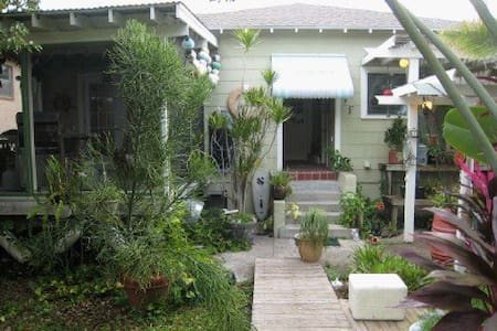 Charming Studio Close to Downtown