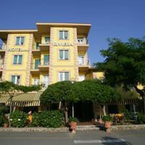 HOTEL RIVIERA - DEIVA MARINA