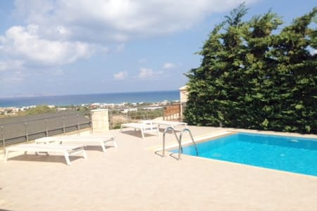 Aphrodite villa with pool & 4 rooms in Hersonissos - GR - 別荘
