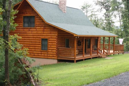 """Heaven on Highlands"" Log Home - Amherst"