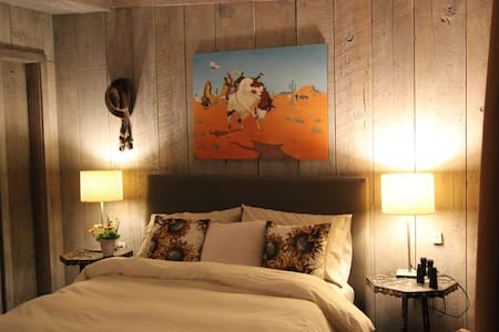 The Cowhand Room at FlipJack Ranch