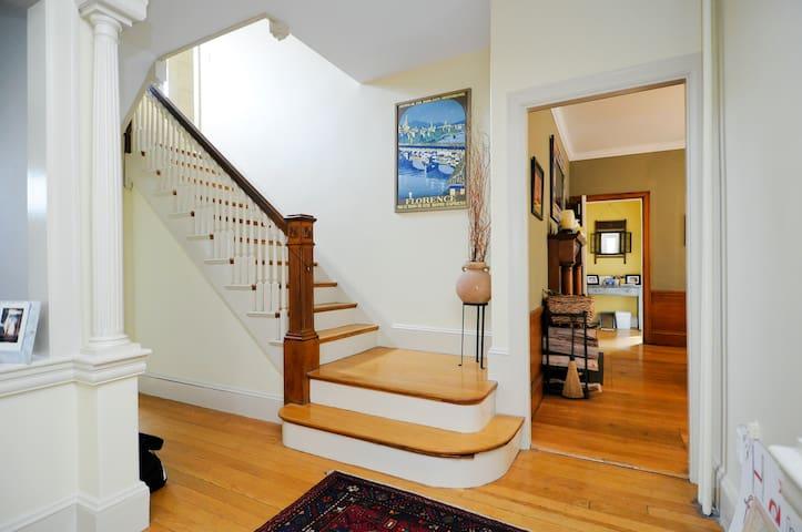Private Floor, Private Bath, City Location - Boston - Huis