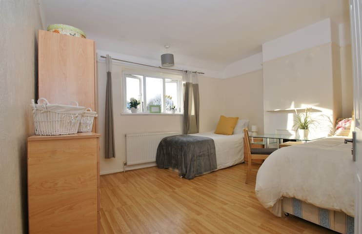 23R5 Twin spacious room, 20min to Center