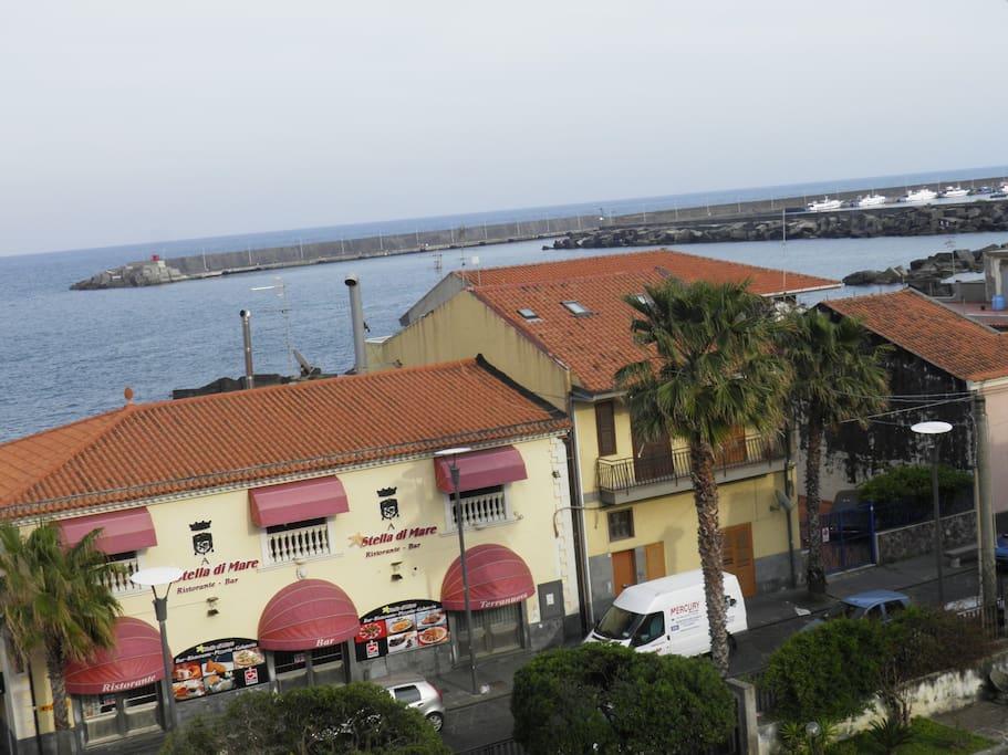 vista dalla terrazza del porto turistico