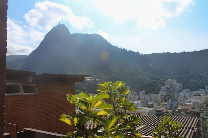 Humaitá: Superb Corcovado View and Parking Spot!