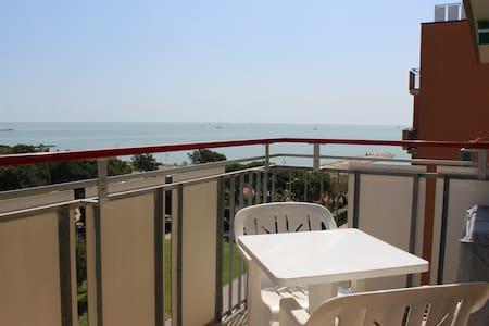 Appartamento vista mare (Condominio Riviera)