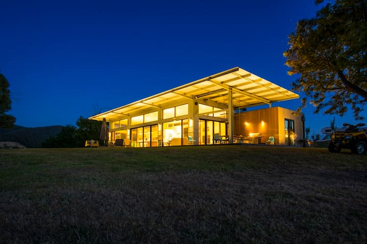 Modern home with stunning views - Chum Creek - House