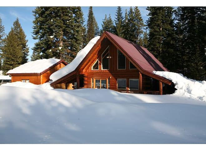 True Log Cabin with Priv Hot Tub - McCall