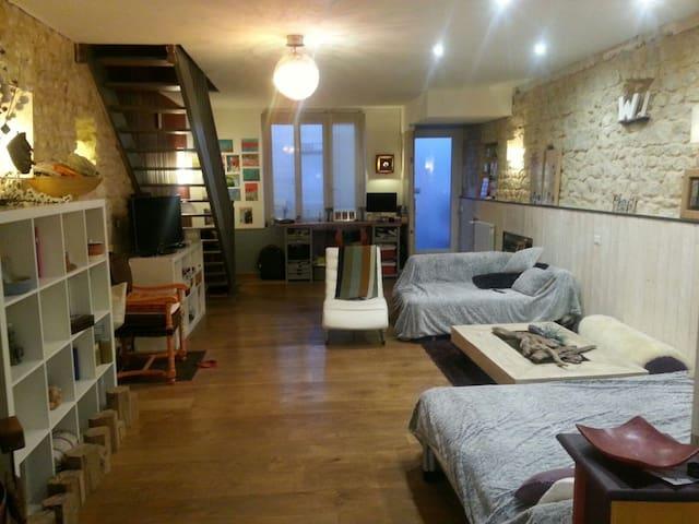 4 BR HOUSE  IN TOWN, GARDEN & BIKES - Rochelle - Rumah