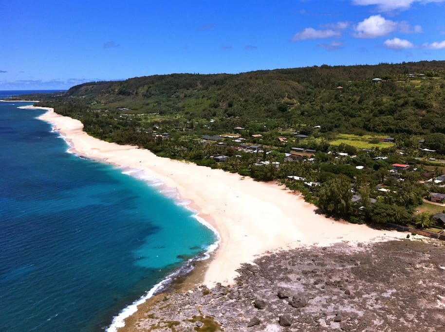 There are no words to describe the beauty of Ke'Iki Beach. One of the most vast and empty beaches on the North Shore. Clean, bright blue water and white sand. Great for snorkeling, swimming, bodysurfing, beachwalks and shell-hunting. Made famous by Clark