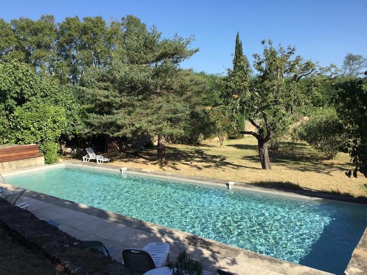Belle demeure familiale au milieu des vignes Gard
