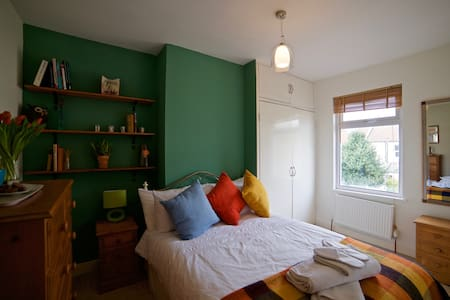 Great DBL room in a lovely location - Bristol - Talo