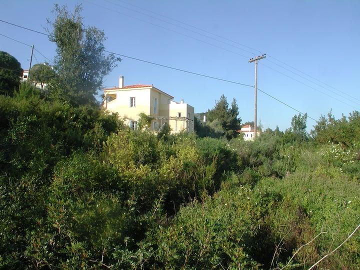 Spiti Kitrino -Alonnissos-Sporaden